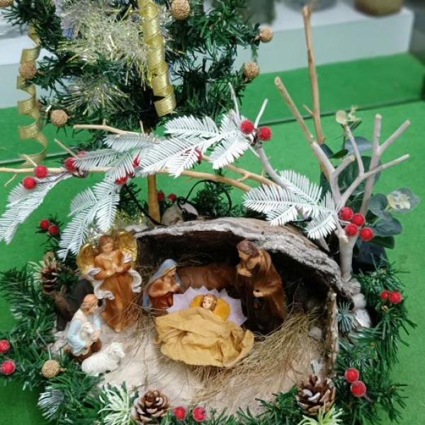 FD 212 Christmas Arrangement
