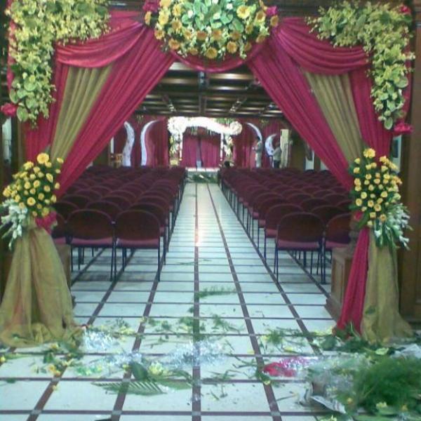 FD 319 Wedding Arch
